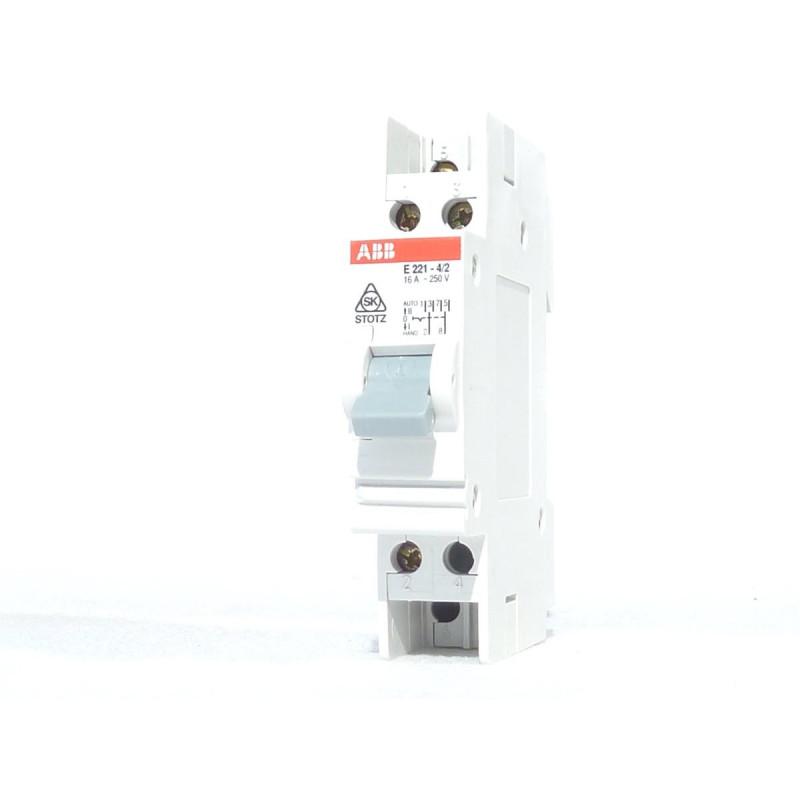I-0-II 2P 16A Przełącznik modułowy E221-4/2 ABB